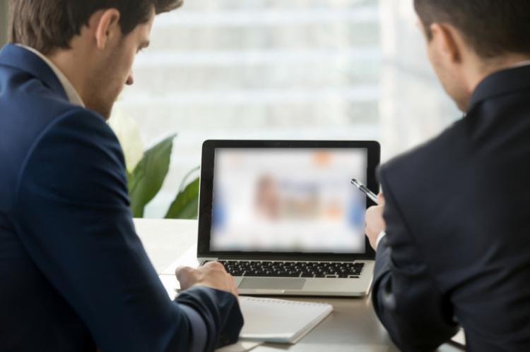 Kamsoft żąda podpisania dodatkowych umów oraz przesyłania znacznie większej liczby informacji niż to wynika z regulaminu akcji promocyjnej - twierdzi firma Sertum. (fot. Shutterstock)