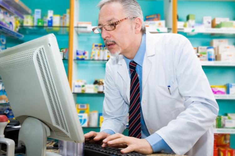 ako pierwsi - na podstawie e-recepty - leki odbiorą mieszkańcy mazowieckich Siedlec.  (fot. Shutterstock)