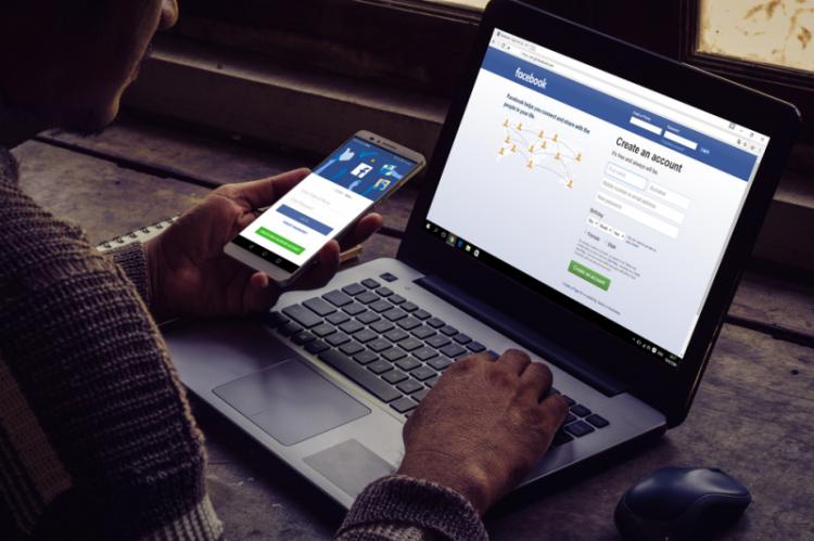 Facebook zacznie o wiele bardziej dokładnie monitorować wszelkie grupy, na których uzależnieni od opiatów poszukują ich nielegalnych źródeł. (fot. Shutterstock)