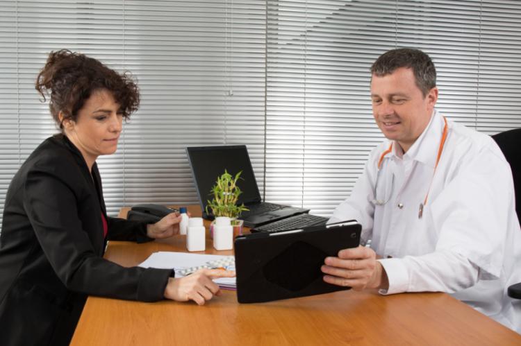 Przedstawiciele są rozliczani przez zwierzchników ze sprzedaży, a sami rozliczają z niej swoich lekarzy (fot. Shutterstock)