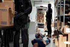 Podczas przeszukania zabezpieczono leki o wstępnej wartości 10 milionów złotych, dokumentację finansowo – księgową oraz sprzęt elektroniczny (fot. gdansk.policja.gov.pl)