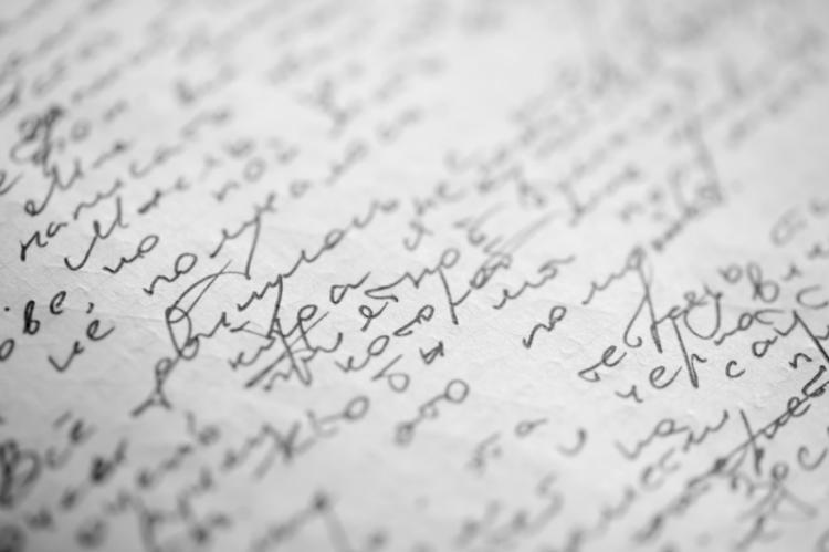 Najważniejsze dane, które powinny być zapisane na recepcie alfabetem łacińskim to informacje dotyczące leku oraz data wystawienia recepty. Pozostałe dane mogą być zapisane cyrylicą. (fot. Shutterstock)