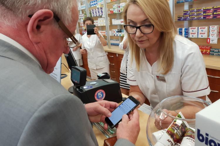 Jedna czwarta pacjentów, którzy wzięli e-recepty miała ponad 70 lat, a powyżej 60. roku życia była połowa chorych korzystających z tego rozwiązania. (fot. MZ)