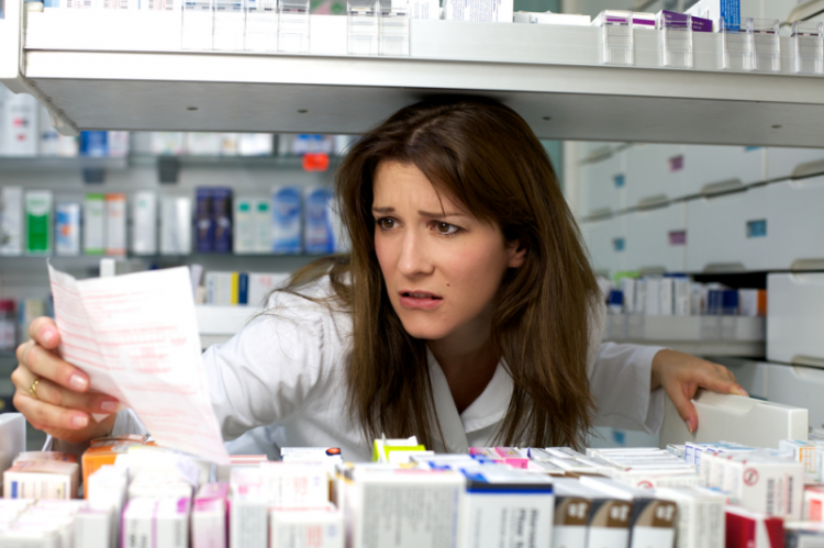 W nowym rozporządzeniu usunięto m.in. konieczność dokonywania adnotacji na rewersie o dacie przyjęcia i wykonania leku. (fot. Shutterstock)