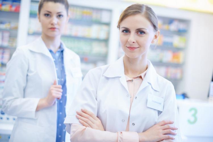 Zdaniem techników farmaceutycznych Naczelna Izba Aptekarska dąży, aby docelowo w aptece mogli pracować tylko i wyłącznie farmaceuci jako personel fachowy (fot. Shutterstock)
