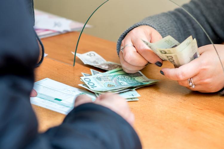 Pacjent najpóźniej w ciągu kilkunastu dni otrzyma zwrot kosztów zakupu leków w kasie OPS lub na konto bankowe (fot. Shutterstock)