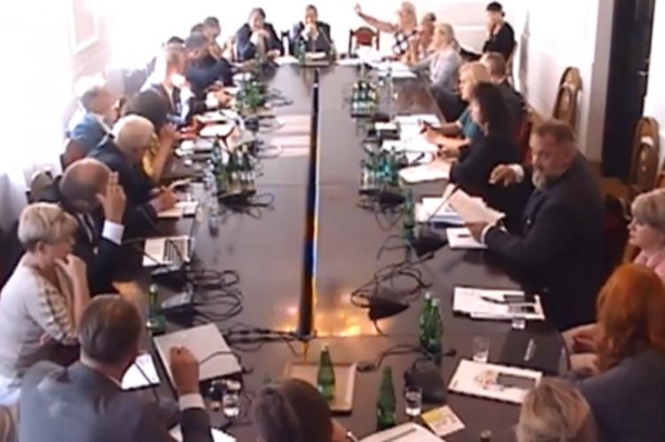 Całe posiedzenie Parlamentarnego Zespołu ds. Organizacji Ochrony Zdrowia trwało blisko dwie godziny i było obfite w gorące wymiany argumentów i uszczypliwości (fot. sejm.gov.pl)
