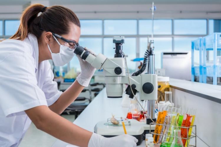 Celem badaczy jest ograniczenie niepotrzebnego podawania antybiotyków tym dzieciom, u których występuje infekcja wirusowa (fot. Shutterstock)