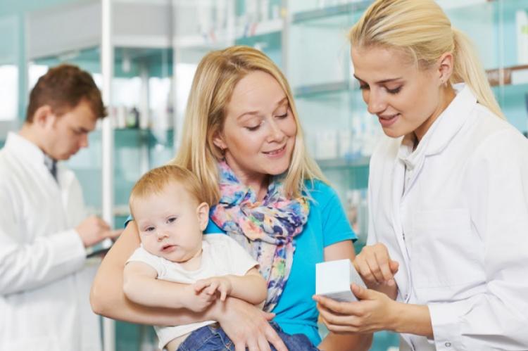 Pacjenci uznają farmaceutów jako ekspertów od leków; jednak wielu nie rozumie, w jakim zakresie praktyka farmaceutów pozwala zapewnić opiekę pacjentom. (fot. Shutterstock)
