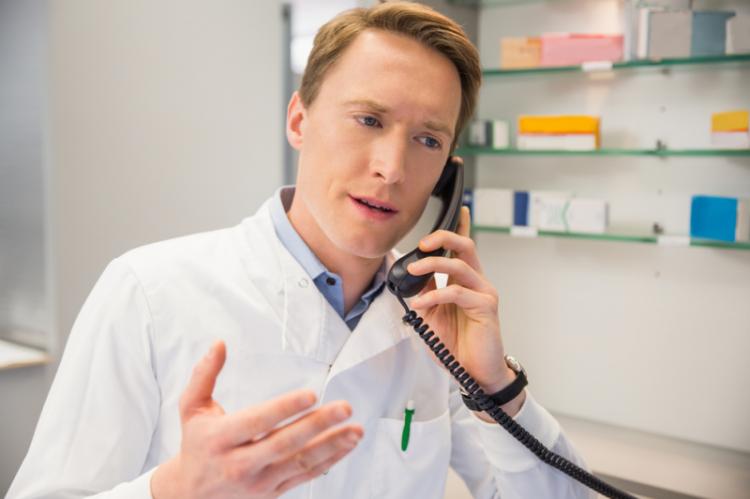 W Wielkiej Brytanii od 2006 roku farmaceuci mają możliwość zdobycia uprawnień do niezależnego wypisywania leków na receptę. (fot. Shutterstock)