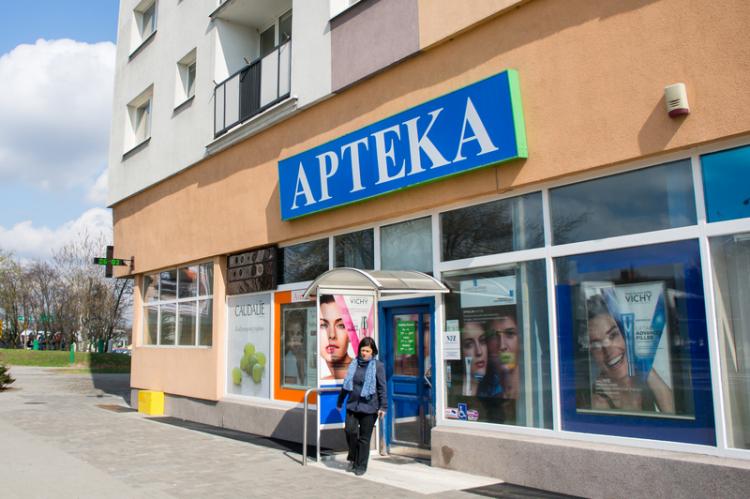 Naczelna Izba Aptekarska wielokrotnie podkreślała, że obecna liczba aptek jest zbyt wysoka (fot. Shutterstock)
