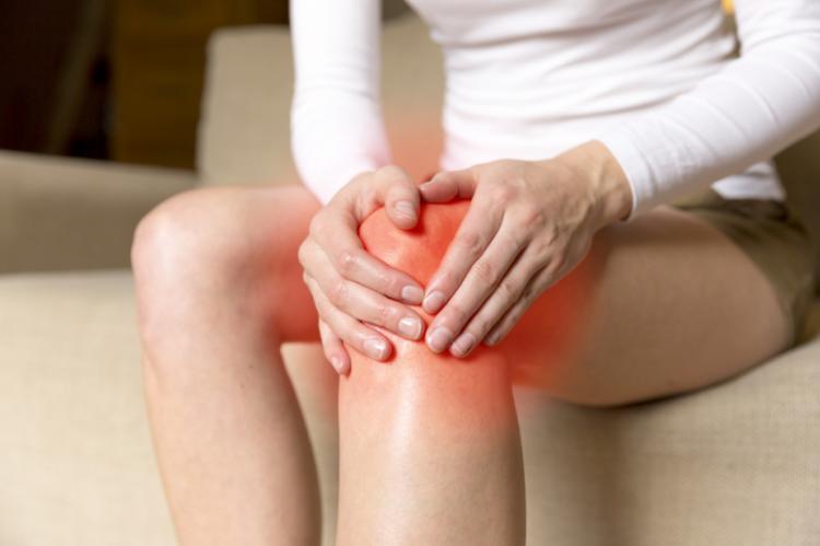 Większość niesteroidowych leków przeciwzapalnych, zwłaszcza podawanych miejscowo na skórę może wywoływać skórne reakcje nadwrażliwości na promieniowanie UV (fot. Shutterstock)