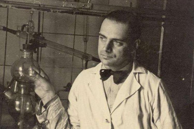 """Na twarzy każdego farmaceuty nie znającego nazwiska """"Pankiewicz"""" powinien pojawić się rumieniec wstydu... (fot. Wikimedia Commons)"""