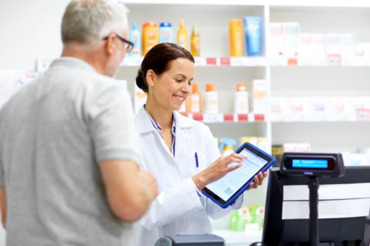 Jeśli apteka nie jest widoczna w sieci, oczywiście w granicach dozwolonych prawem, ma mniejsze szanse na większe zainteresowanie ze strony pacjenta (fot. Shutterstock)