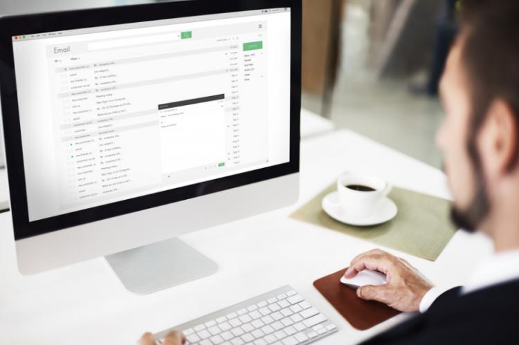 Proces ten można łatwo i szybko wykonać nie wychodząc z apteki/domu. Jedynym wymogiem jest posiadanie profilu zaufanego lub podpisu elektronicznego niezbędnego do podpisania wniosku aktualizującego dane kierownika apteki (fot. Shutterstock)