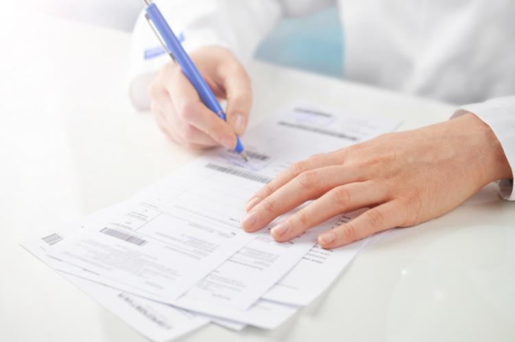 Oprócz zarzutu o fałszowanie recept prokurator zarzucił kobiecie też fałszowanie dokumentacji medycznej (fot. Shutterstock)