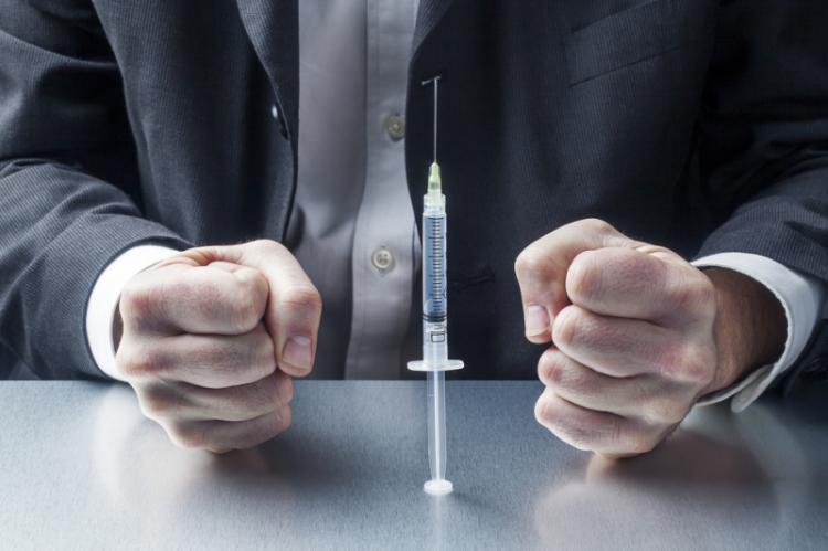 PPOZ: Na szczepionki powinno się patrzeć jedynie z perspektywy ich bezpieczeństwa oraz skuteczności, a nie z perspektywy kasy fiskalnej. (fot. Shutterstock)
