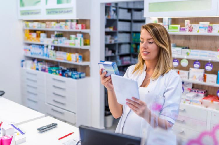 IGWPAiA proponuje, by dostarczać leki i wyroby medyczne mogły również punkty apteczne (kierownik punktu lub wyznaczony technik farmaceutyczny) (fot. Shutterstock)